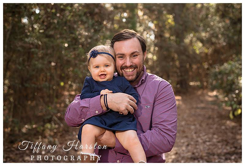 photographer taking family photos in kingwood